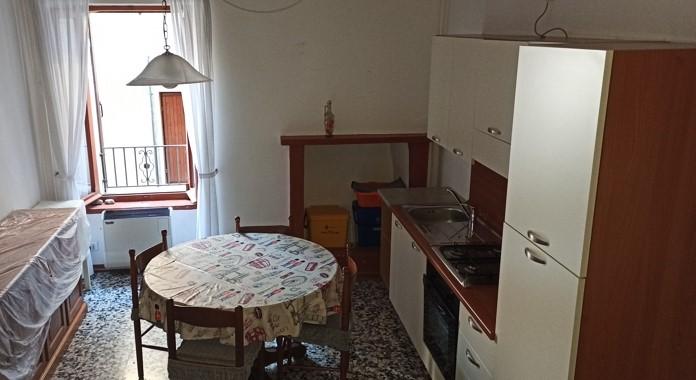 Esine zona centralissima appartamento su più livelli