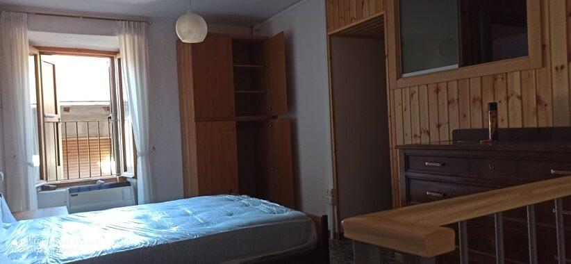 Esine appartamentino su più livelli